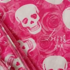 Betsey Johnson love skulls bath set
